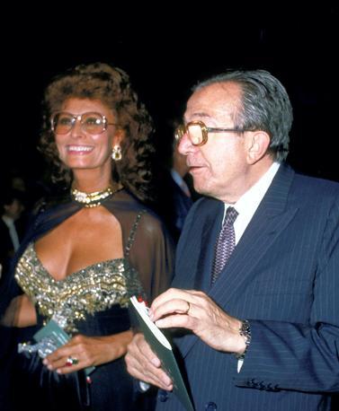 In compagnia di Sofia Loren nel 1989 (Olycom)