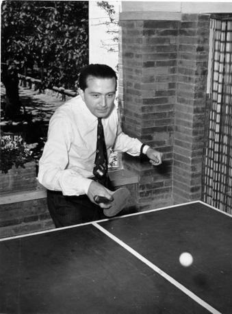 Durante una partita di ping pong nel 1953 (Fotogramma/Bazzocchi)
