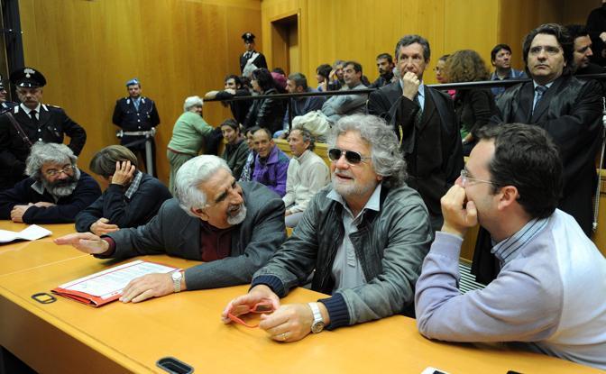 Beppe Grillo con Alberto Perino (a sinistra) leader del No Tav (Ansa)