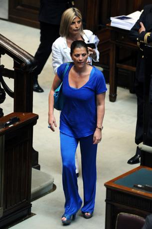 Total blue per Jole Santelli (Pdle) e la collega di partito Laura Ravetto che sceglie una mise bianca (Olycom)