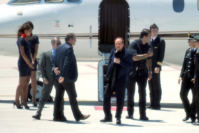 Jet Privato Berlusconi : Berlusconi vola in sardegna