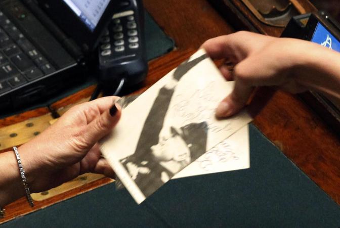 Ecco la foto di Benito Mussolini n aula alla Camera dei Deputati durante la prima chiamata per il voto di fiducia sul ddl anticorruzione (Ansa/Alessandro Di Meo)