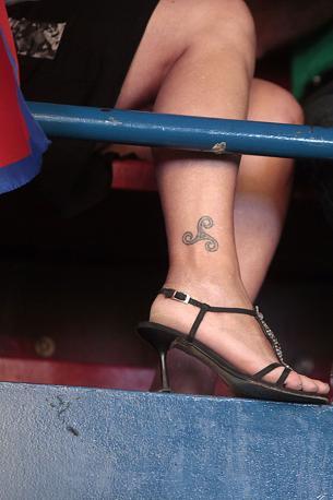 Una sostenitrice della Lega con un tatuaggio celtico triskell (Eidon/Antimiani)