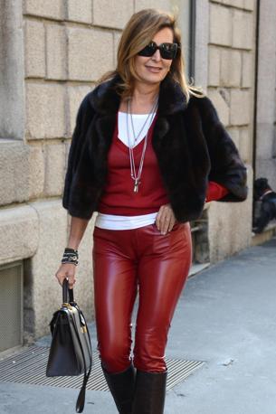 ae04bd8850 E la Santanchè azzarda i pantaloni di pelle (rossi)