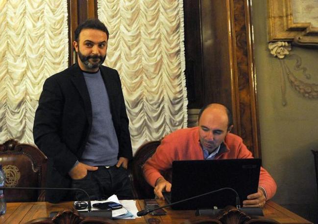Massimo Bugani e Marco Piazza, i compagni di movimento di Federica Salsi in Consiglio comunale a Bologna che si sono seduti lontani dalla loro collega (Fotgramma/Schicchi)