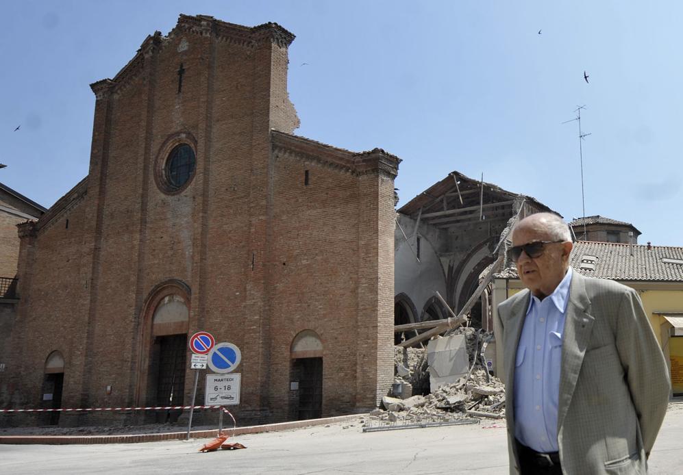 Il patrimonio storico e artistico di Mirandola è stato quasi completamente distrutto dalla scossa di terremoto di martedì 29 maggio (LaPresse)