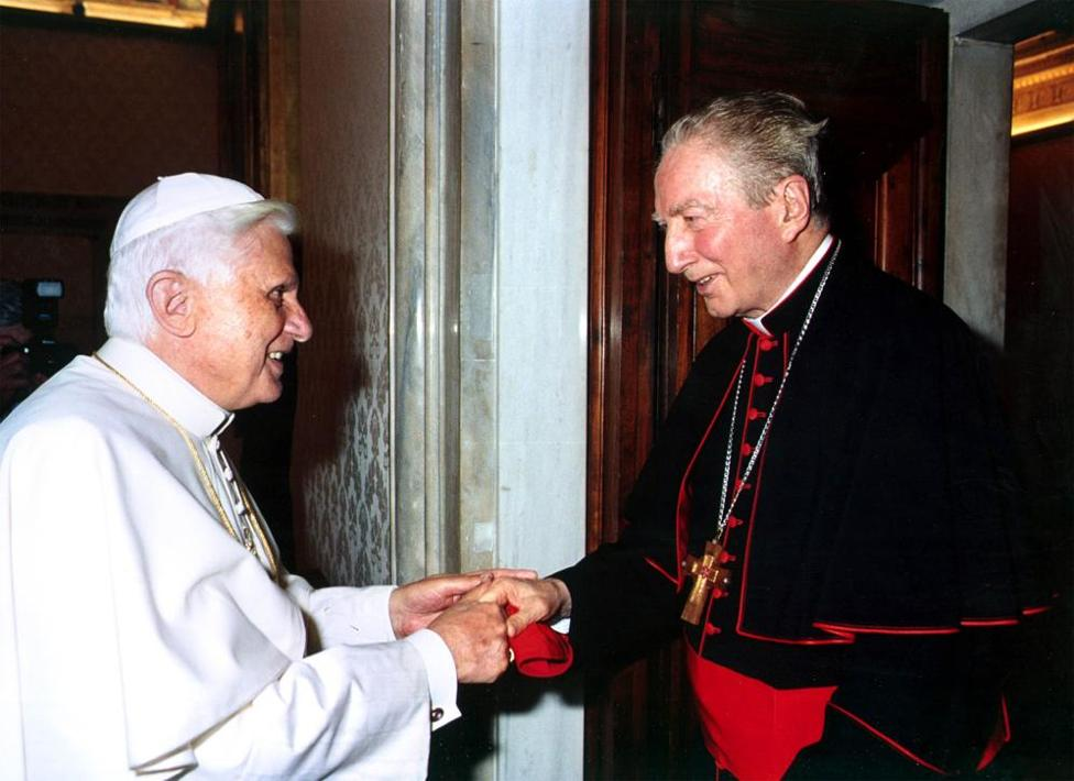 Il cardinal Martini con Benedetto XVI (Imagoeconomica)