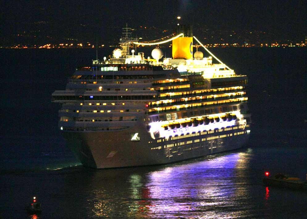 La nave Concordia della flotta della Costa Crociere era partita mercoledì 11 gennaio da Cagliari e venerdì aveva fatto tappa a Civitavecchia da cui era salpata alla volta di Savona, terza tappa di un viaggio di otto giorni nel Mediterraneo (Lapresse)
