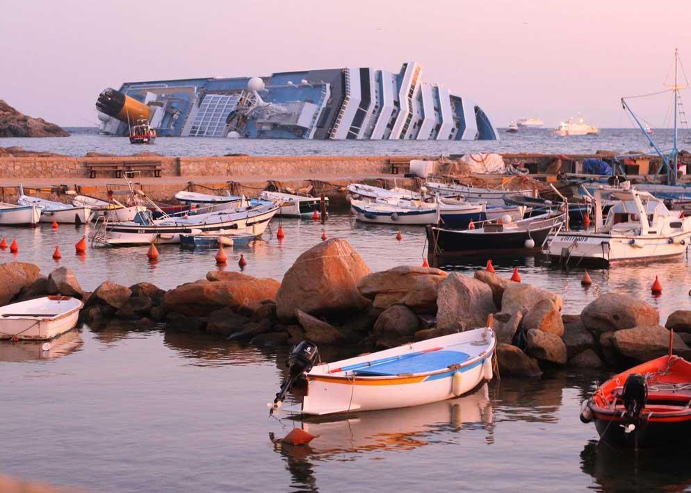 Cos� si presentava la Concordia la mattina di sabato 14 gennaio agli abitanti dell'Isola del Giglio (Sestini)