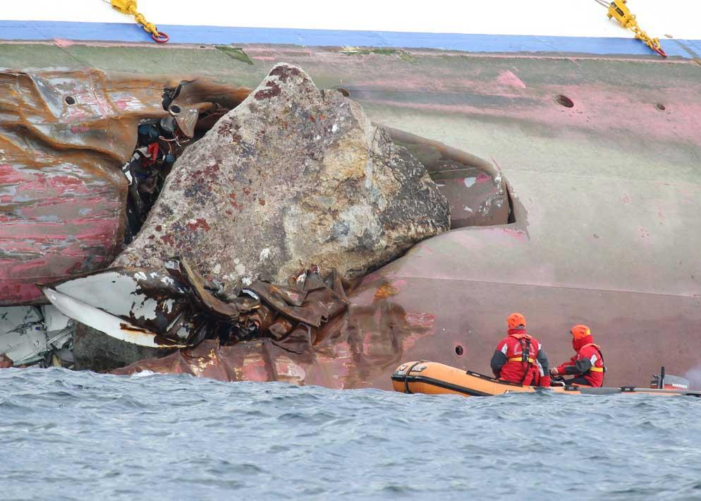 Ecco la roccia killer che ha squarciato per 70 metri la fiancata della nave. Appartiene agli scogli delle Scole, un pericolo ben noto a chi va per mare