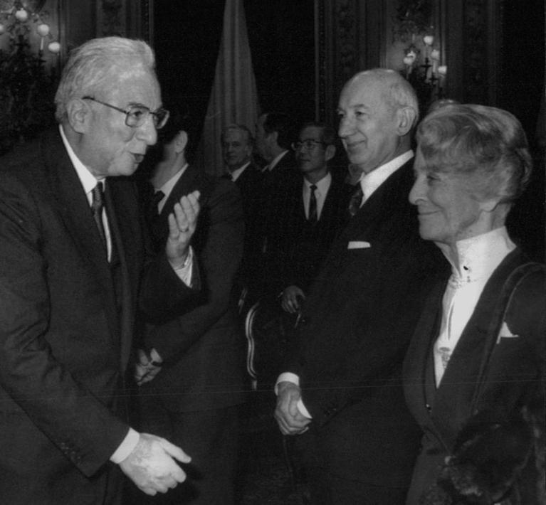 Con il presidente della Repubblica Francesco Cossiga l'11 aprile 1988 al Quirinale nell'incontro con i partecipanti alla V Conferenza sulla bioetica