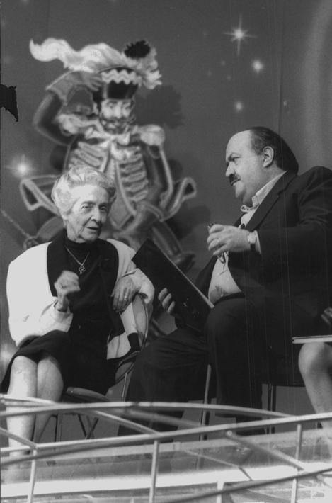Con Maurizio Costanzo alla prima puntata di �Sette scenari per il Duemila� a Canale 5 il 26 agosto 1999
