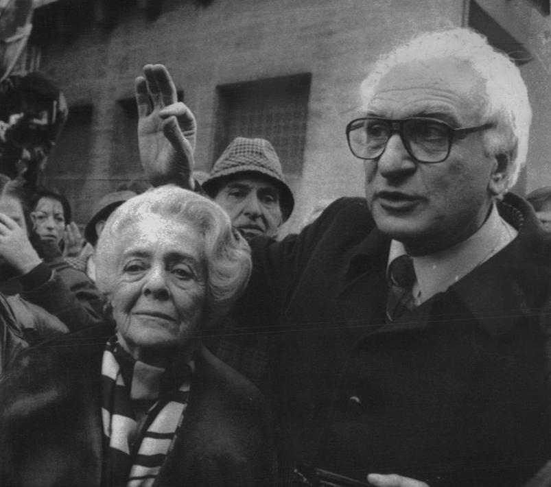 Con Marco Pannella in una manifestazione della comunit� ebraica di Roma davanti all'ambasciata dell'Unione Sovietica il 30 dicembre 1986