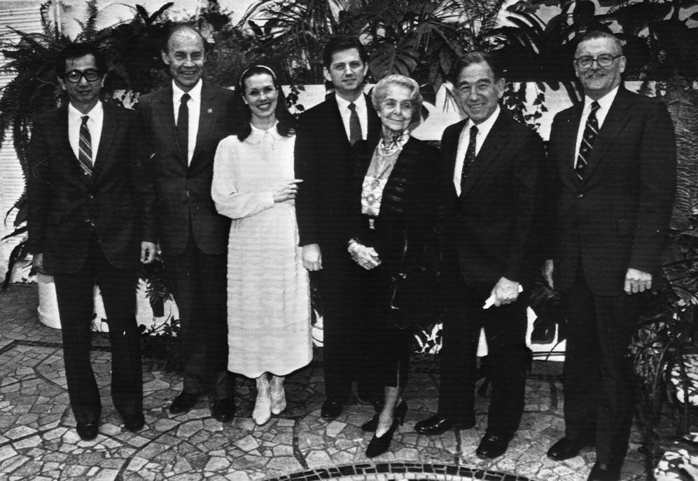 I premi Nobel 1986 Juan T Lee Dudley R Hersbach Candilyn e Gregory Newell Rita Levi Montalcini Stanley Co hen e James Buchanan Stoccolma 8 dicembre 1986 (Ansa)