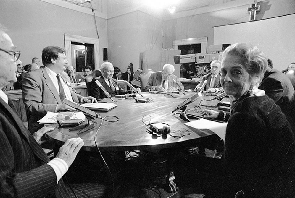 La scienziata italiana con, da sinistra, Sune Bergstrom, Nobel per la medicina 1975, Carlo Rubbia, Manfred Eigen, Nobel per la chimica nel 1967, John Eccles Nobel per la medicina 1963 , Werner Arber Nobel per la medicina 1978