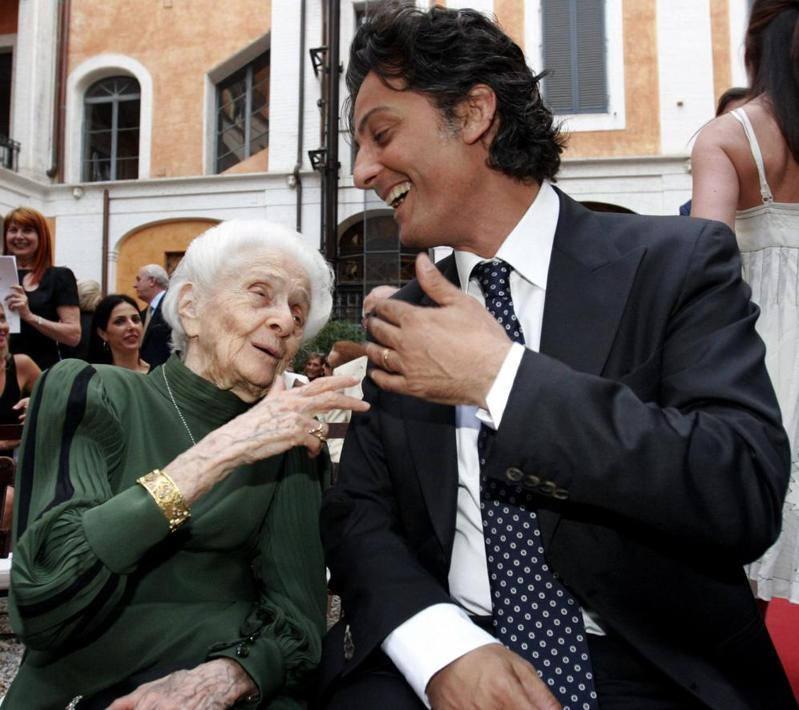 Con Rosario Fiorello a Palazzo Torlonia per la consegna dei Premi Via Condotti nel 2007 (Ansa)