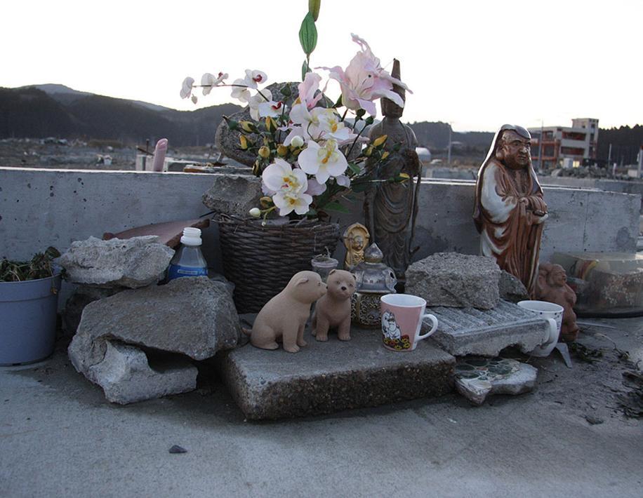 In ogni casa giapponese, c?e? sempre un altare per ricordare i defunti ...