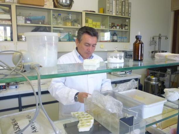 Il laboratorio di analisi del Centro (R. Corcella)