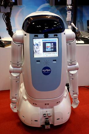 Un robot con riconoscimento vocale e visivo della coreana Premium Korea