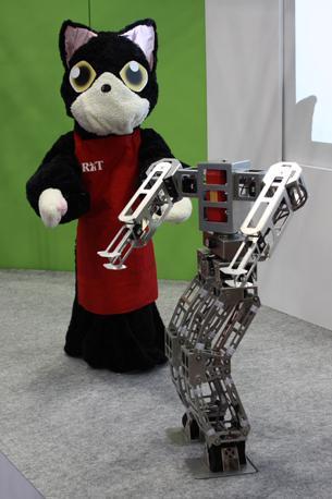 «Neko-Tencho», gatto robot che balla con il suo scheletro messo a nudo