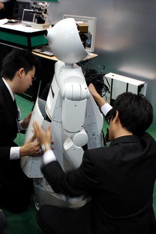 Ultimi ritocchi per «Enon» della Fujitsu