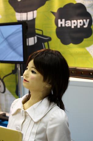 «Saya» della Kobayashi Laboratory svolge il compito di receptionist