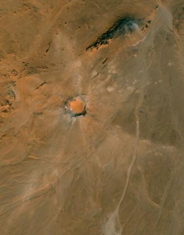 L'immagine aerea del cratere Kamil (per cortesia dell'Istituto nazionale di geofisica e vulcanologia e dell'Istituto nazionale di astrofisica)