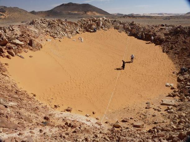 Il cratere ha una cinquantina di metri di diametro (per cortesia dell'Istituto nazionale di geofisica e vulcanologia e dell'Istituto nazionale di astrofisica)