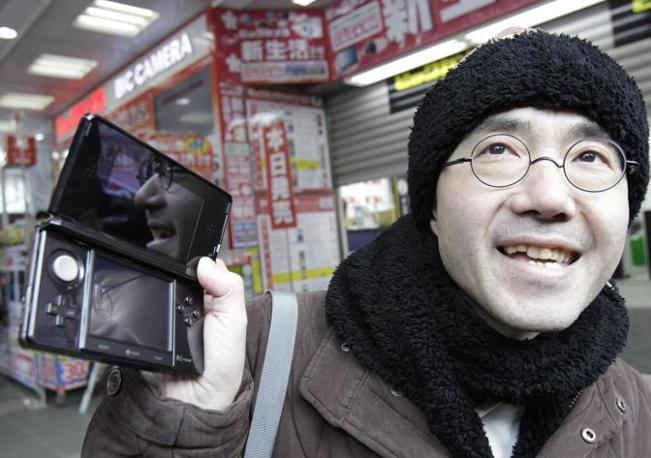 Toyohisa Ishihara è stato ufficilamente il primo acquirente di una 3DS (Ap)
