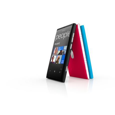 Il Nokia Lumia 800 è il primo smartphone dei finlandesi con Windows Phone 7 di Microsoft