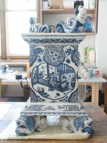 Restauro di una ceramica di Delft (Accademia delle scienze della Rep. Ceca)