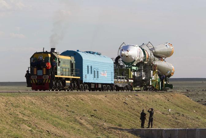 A bordo ci saranno i russi Gennady Padalka e Sergei Revin e l'americano Joseph Acaba (Reuters/Shamil Zhumatov)