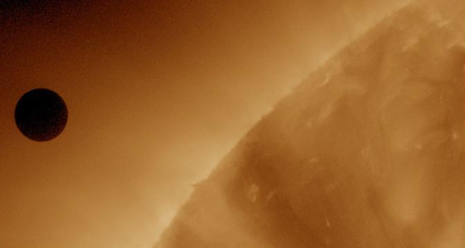 Le spettacolari immagini del transito di Venere davanti al Sole riprese dal Solar Dynamics Observatory (Lapresse/Nasa)