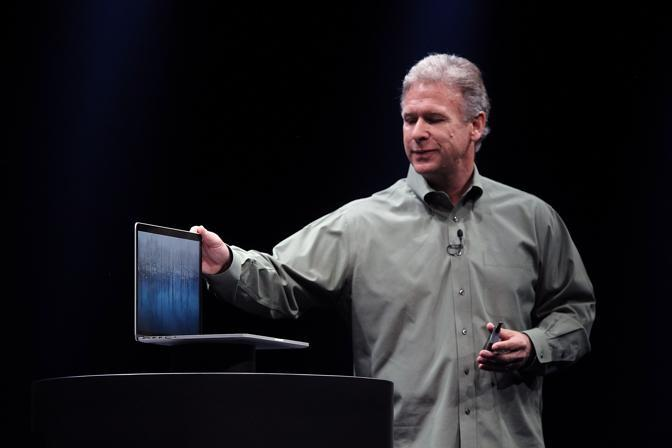 Il senior Vice Presidente Phil Schiller presenta il nuovo MacBook Pro (Justin Sullivan / Getty Images/Afp)