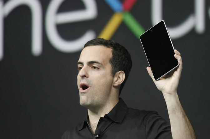 Hugo Barra, product management director di Android, presenta il Nexus7 (Afp/Hoshino)