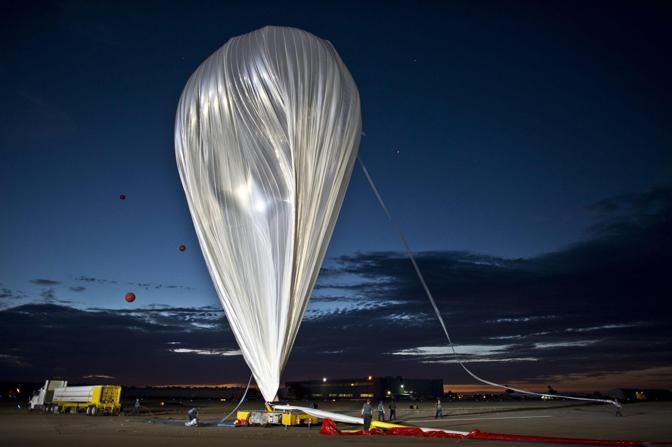 La capsula è stata portata fino a 29,5 km da un pallone aerostatico riempito di elio (Epa)