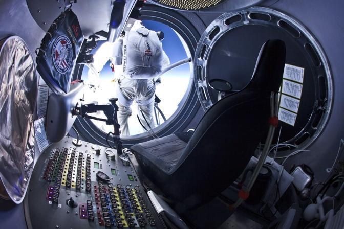 Baumgartner vuole superare il muro del suono - oltre 1.100 km/h durante il tentativo di record (Epa)