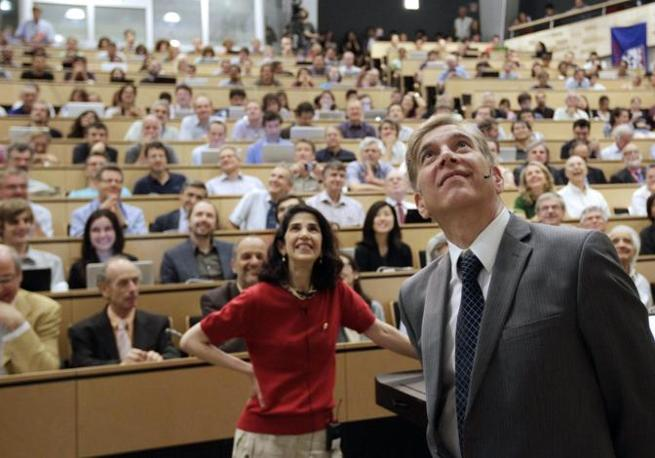 Fabiola Giannotti e il portavoce dell'esperimento Csm, Joe Incandela  (Epa/Balibouse)