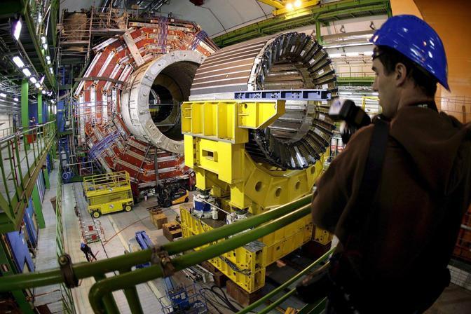 L'acceleratore del Cern dove è stato scoperto il Bosone, detto «la particella di Dio» (Epa/Trezzini)