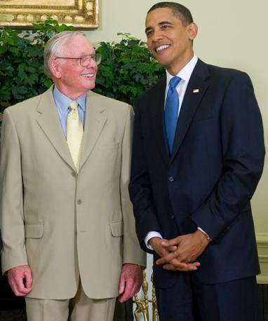 Armstrong e il presidente Obama il 20 luglio del 2009, durante la celebrazione dello sbarco sulla Luna (Afp)