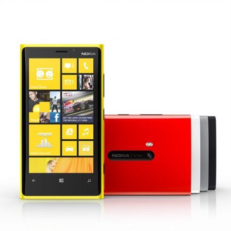 Nokia ha presentato i suoi primi Window Phone 8, smartphone di nuova generazione col rinnovato sistema operativo mobile di Microsoft. Nella foto il top di gamma Lumia 920