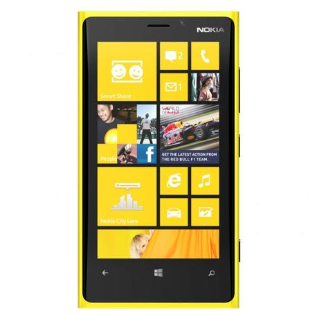 Il Nokia Lumia 920  ha uno scherma da 4,5 pollici (1280 x 720 pixel), processore 1,5 GHz Dual Core Snapdragon S4 , fotocamera 8,7 Megapixel con tecnologia PureView, 32 GB di memoria interna