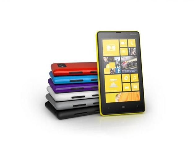 L'altro Windows Phone 8 presentato da Nokia: il fascia media Lumia 820,  con display da 4,3 pollici