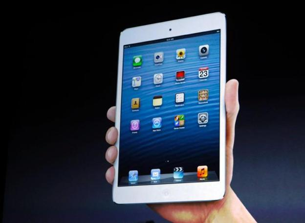 L'iPad mini ha uno spessore di 7,2 millimetri e 310 grammi di peso. L'apparecchio sarà in due colori: bianco e nero (Reuters)