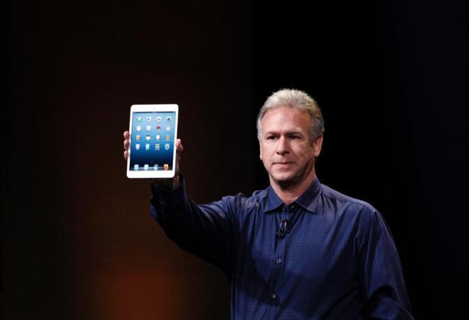L'iPad Mini, presentato al California Theatre di San Josè, sarà venduto a partire da 329 dollari per il modello da 16 GB. (Reuters)