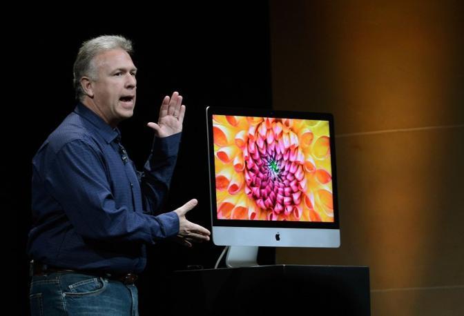 Apple ha presentato un iMac completamente rinnovato con un nuovo design, un display con riduzione del riflesso e processori più veloci (Afp)