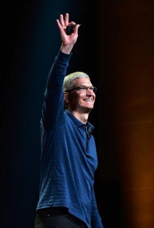 Tim Cook si è soffermato sui 5 milioni di iPhone 5 finora venduti e sui 200 milioni di iPhone, iPod e iPad che utilizzano il nuovo sistema operativo iOS 6 (Afp)