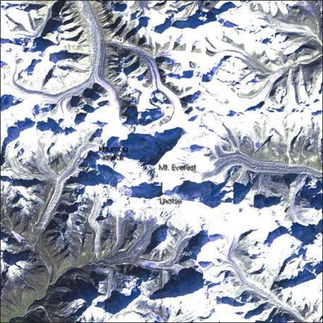 Immagine scattata il 5 gennaio 2002 dal Landsat 7 con una visione più globale della zona dell'Everest (Nasa)