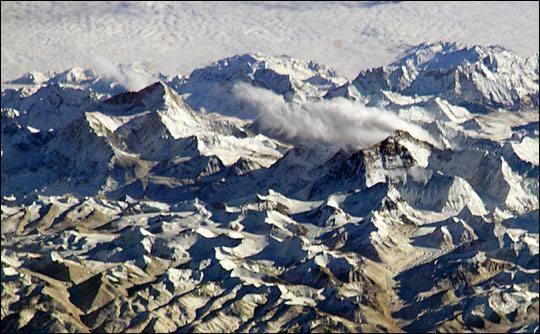 Straordinaria foto del 28 gennaio 2004 scattata dalla Iss a 360 km di altezza con una particolare angolazione: la vista è con il nord in basso dall'altopiano tibetano (Nasa)