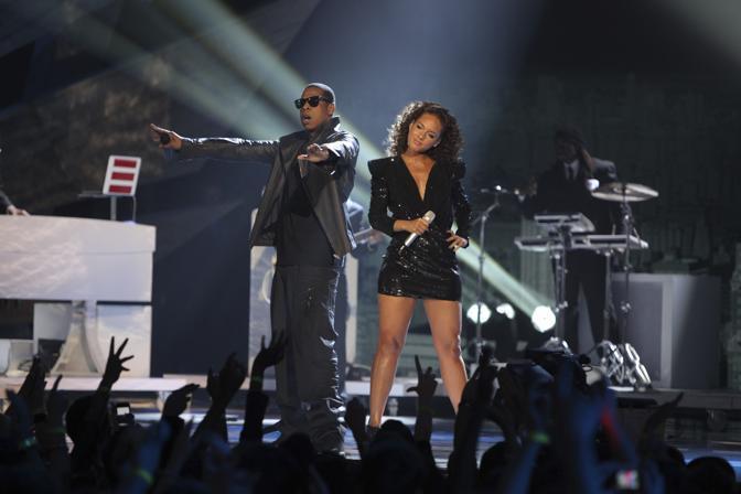 Con Alicia Keys  il rapper Jay-Z, che si è aggiudicato il Brit Award come migliore artista maschile internazionale (Ap)